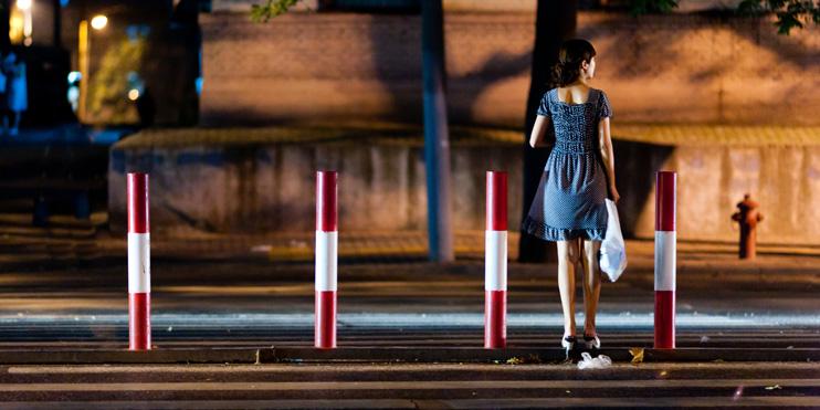 Storyboard: Xi'an, China, Girl crossing street.